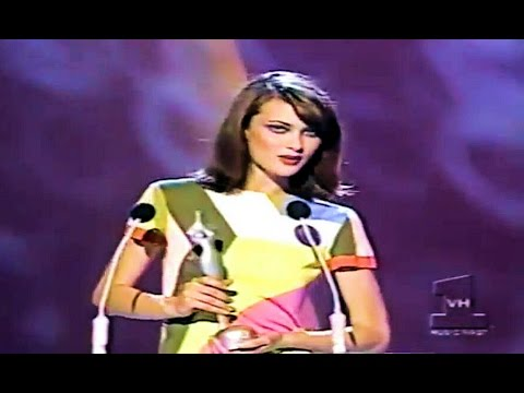 Rupaul announcing Shalom Harlow - Female Model of The Year 1995